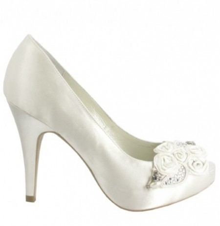 Elegant beaded bride shoes
