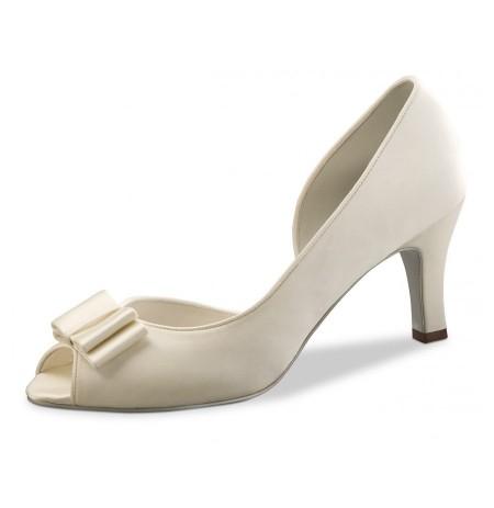 Ivory satin bridal pump