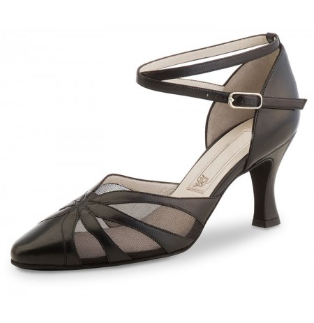 Black leather closed dancing shoe
