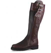 Elegant brown leather hunting boots