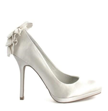 Elegant ivory satin bride shoes