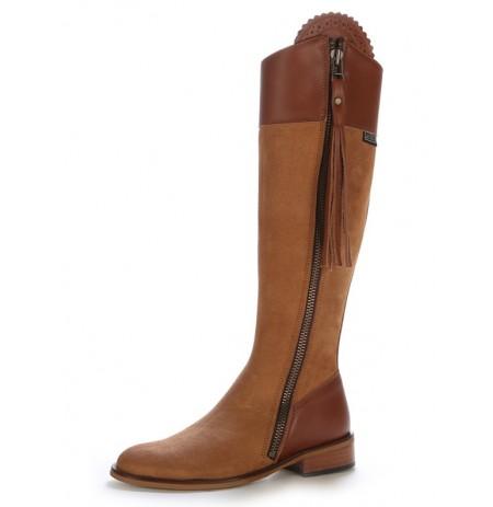 Elegant camel leather riding boots