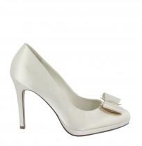 Elegant off-white bride heels