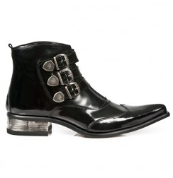 Elegant black leather pointed ankle boots for men