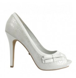 Elegant and classic off-white leather heels