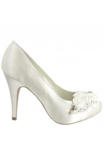 Elegant beaded bride shoes