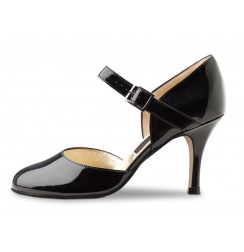 Black patent leather pump shoe