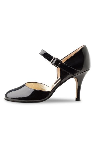 Black patent leather pump shoe