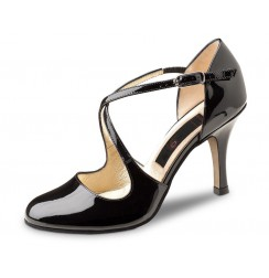 Black patent leather pump