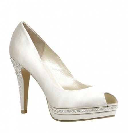 Bride shoes with rhinestones on the heel