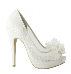 Trendy ivory lace bridal shoes