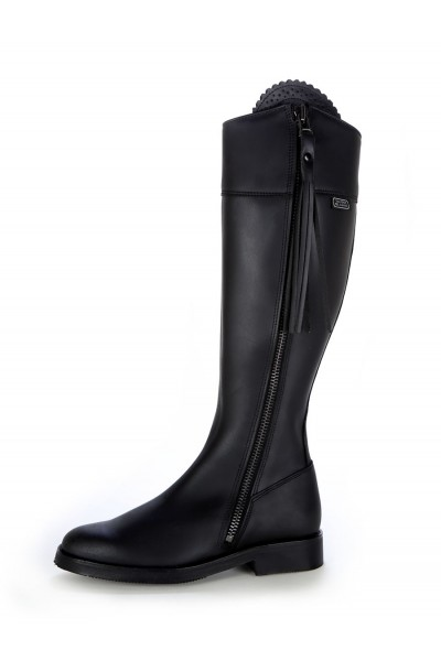 Elegant black oiled leather riding boots